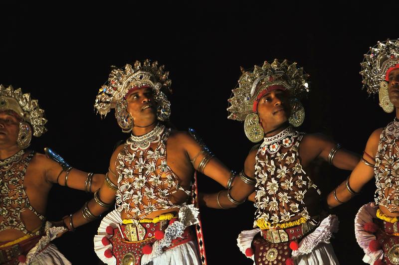 Danseurs esala perahera kandy