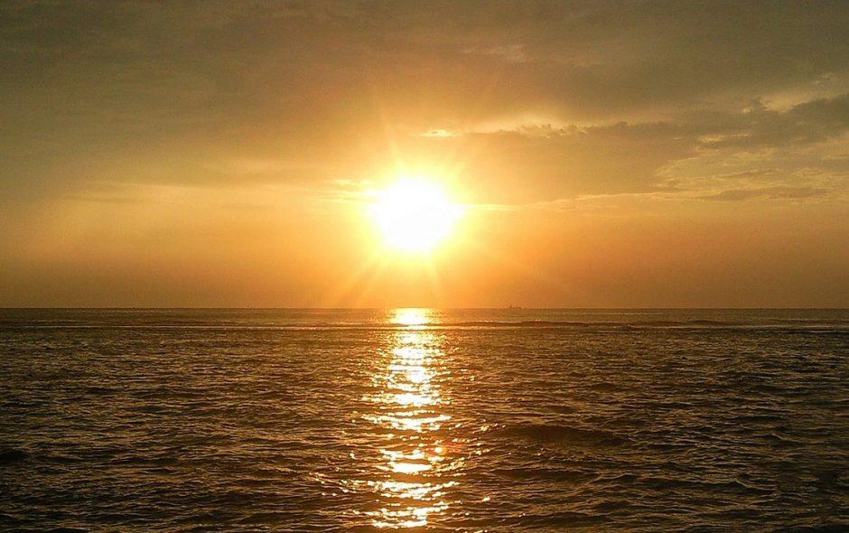 Cocuher de soleil sur la plage de Nilaveli