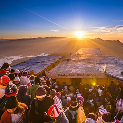 Lever de soleil au sommet de l'Adam's Peak, Sri Lnaka