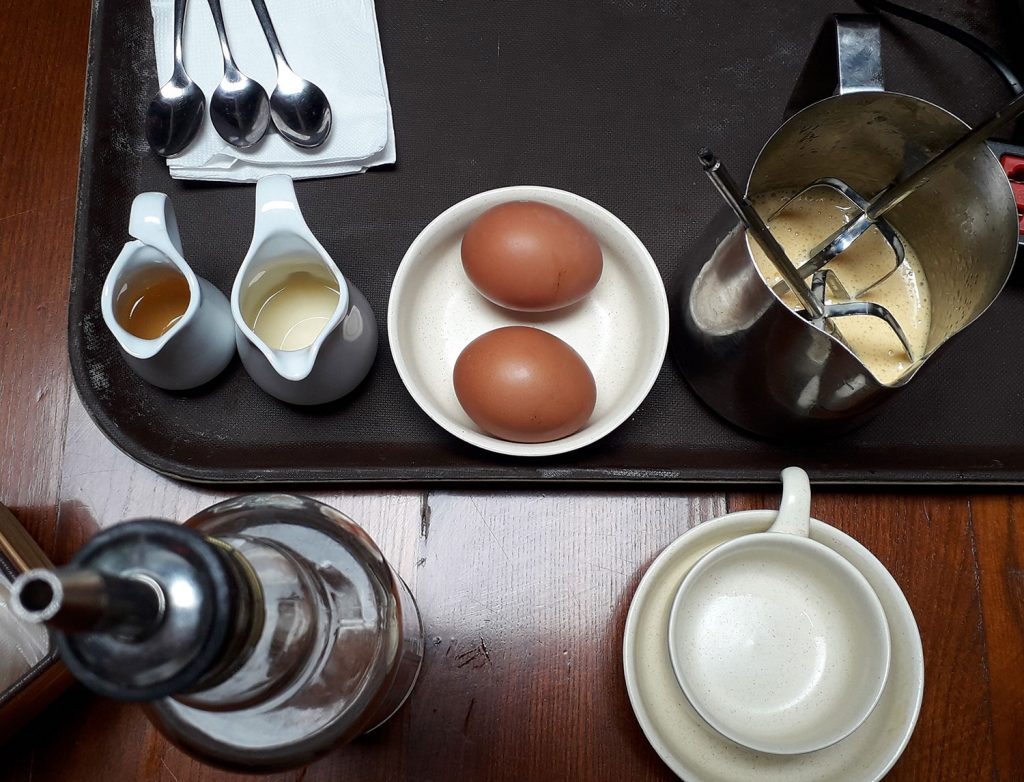 Eier, Kondensmilch, Zucker - Zutaten für Eierkaffee