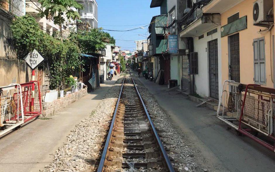 hanoi vietnam voie train