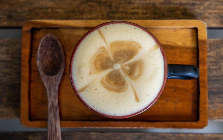 Eierkaffee, traditioneller Kaffee aus Hanoi auf Tisch