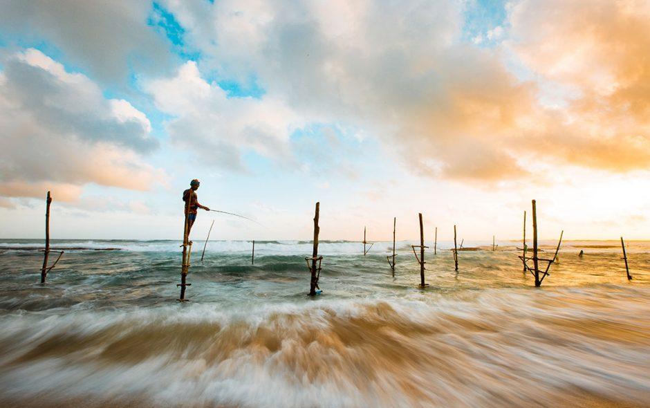 pêcheurs au sri lanka sur une plage